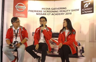 Vice President Director of Marketing and Sales NMI Davy J. Tuilan, Runner-up Best Driver Nissan GT Academy 2016 Raditya Indera, Brand Ambassador dan Mentor Nissan GT Academy 2016 Diandra Gautama di sesi tanya jawab bersama media.