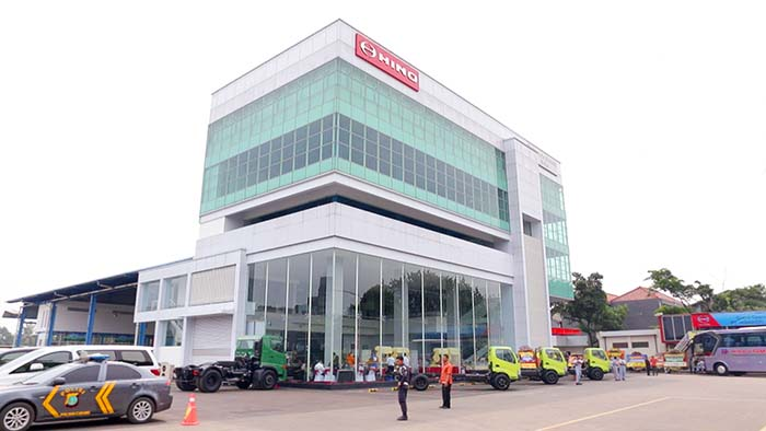 BESTCAR NEWS - SHOWROOM HINO CAKUNG